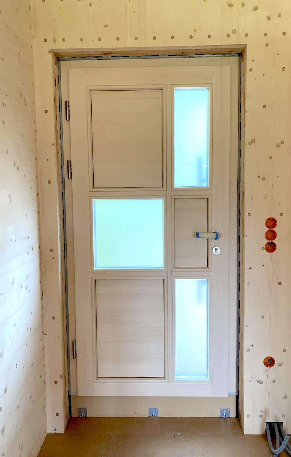 Thoma Holz100 Holz mit Lärchernfassade Türe von innen