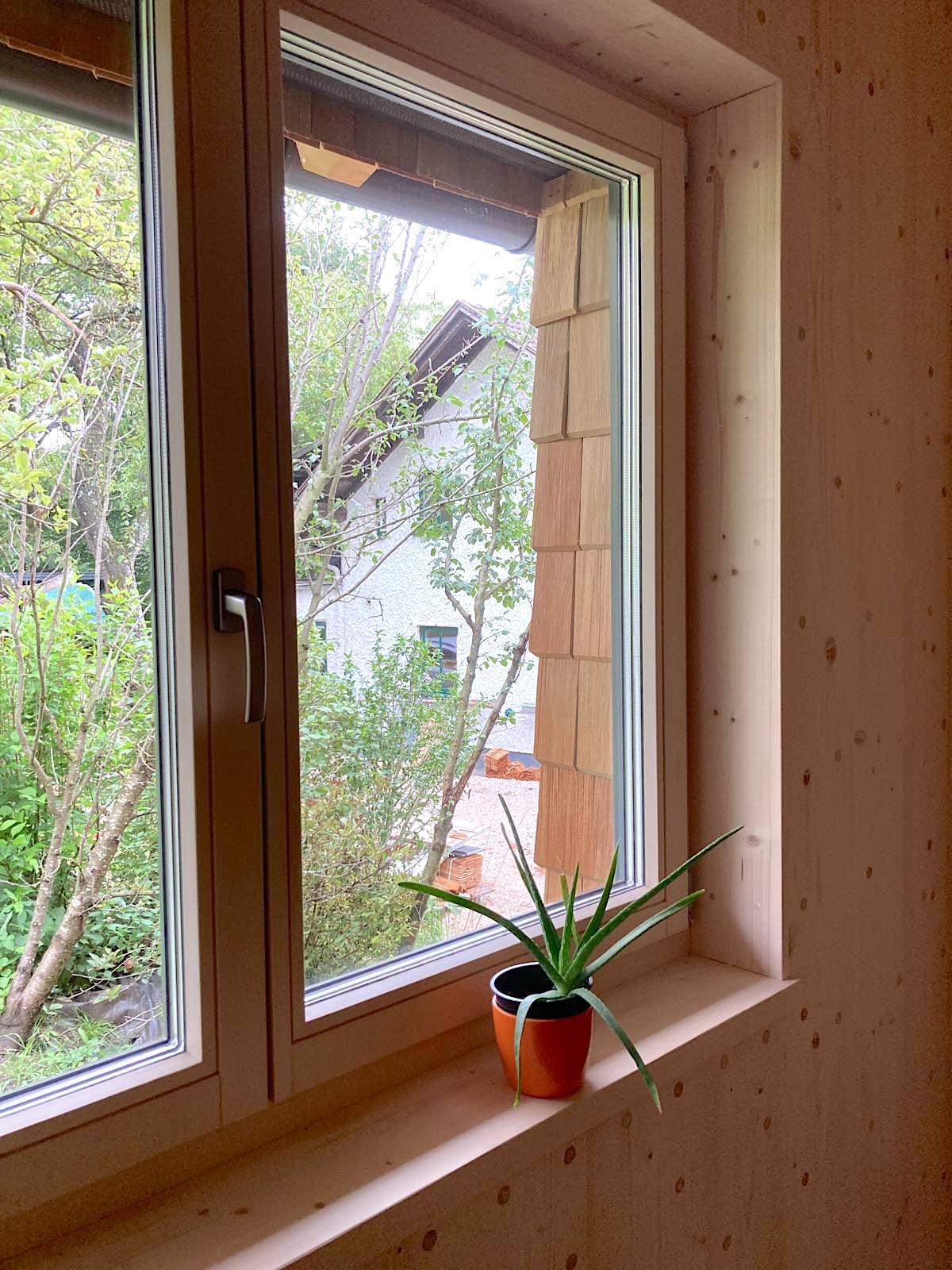 Thoma Holz100 Holz mit Lärchernfassade Fenster von innen 2