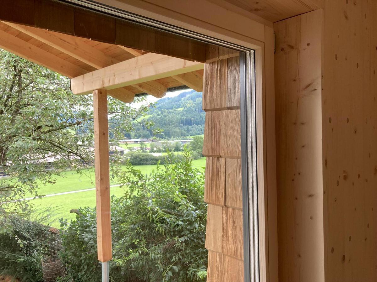 Thoma Holz100 Holz mit Lärchernfassade Fenster von innen